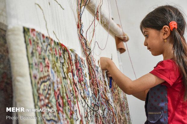 """سجاد """"جيريا""""؛ تحفة تحمل الفن الإيراني الأصيل في لحمتها وسداتها"""