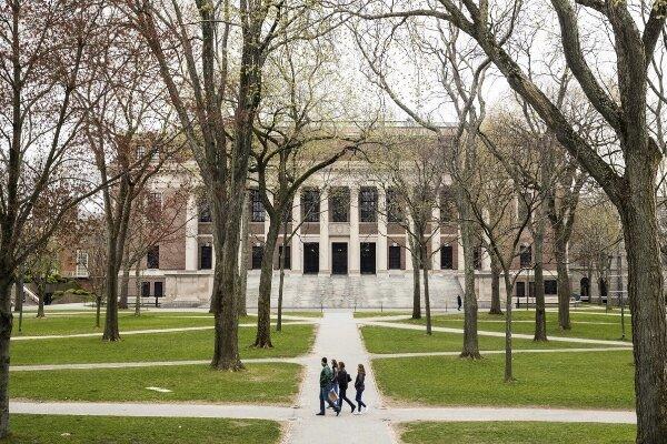 کلاس های آنلاین باعث لغو ویزای دانشجویان در آمریکا می شود