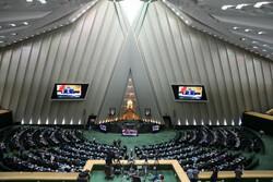 İran Meclisi'nin bugünkü açık oturumundan kareler