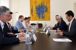 Iran, Austria stress expansion of trade, economic coop.