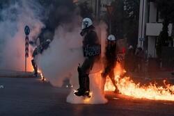 یونانی سکیورٹی فورسز کا ایتھنز میں مظاہرین کے ساتھ تصادم