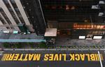 شعار «جان سیاهپوست ارزش دارد»کف خیابان مشرف به برج ترامپ