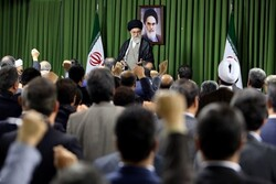 قائد الثورة يلتقي افتراضيا مع نواب البرلمان الإيراني في دورتهم الجديدة