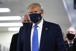 Trump, Koronavirüs salgınının başından beri ilk kez maske ile görüldü