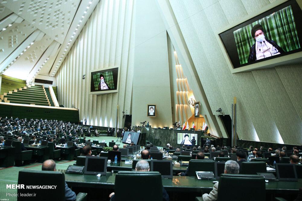 سخنرانی رهبر انقلاب در جمع نمایندگان مجلس آغاز شد