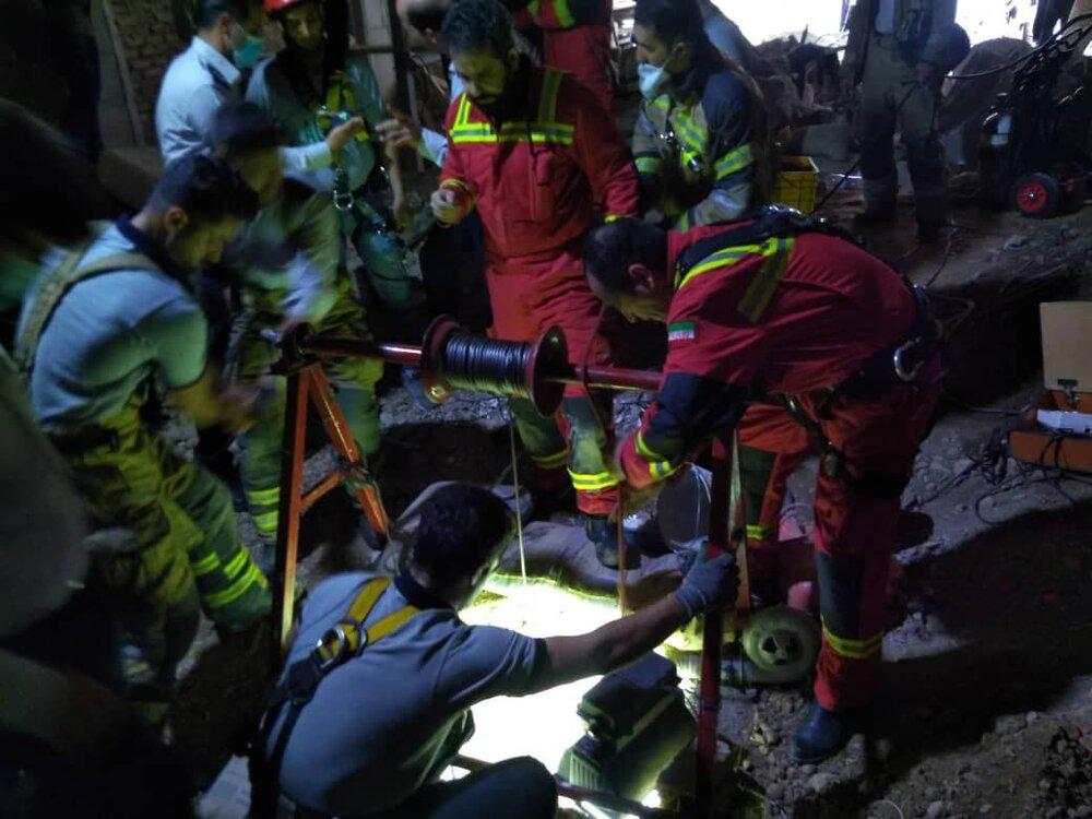 ریزش چاه در اتوبان شهید محلاتی/ یک کارگر جان باخت