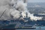 Yangın çıkan Amerikan savaş gemisinden görüntüler