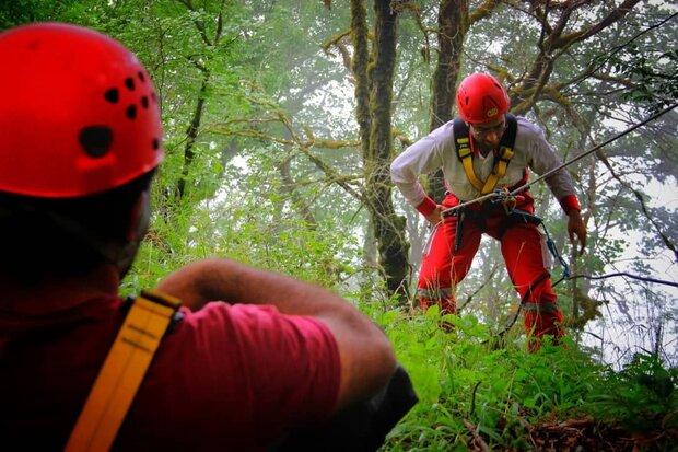 نجات ۲ کوهنورد گرفتار شده در ارتفاعات گاو کشان شاهکوه گرگان