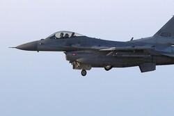 پرواز جنگنده های آمریکایی بر فراز مناطق غربی عراق در نزدیکی پایگاه عین الاسد