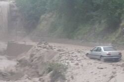 مسدودشدن مسیر ارتباطی۲۳ روستای گلستان/تردد در محورهای اصلی برقرار است
