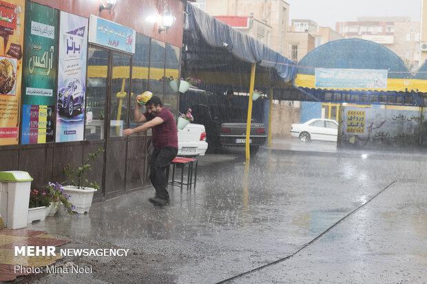 Tebriz'i yaz yağmuru vurdu