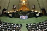 حاشیهسازی برخی از نمایندگان برای مجلس/ تحول ساختاری پارلمان چه شد؟