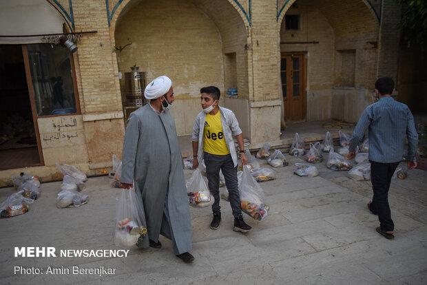 بسته بندی 1000 بسته معیشتی به همت طلاب حوزه منصوریه شیراز