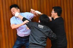 درگیری در داخل پارلمان تایوان