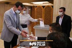 VIDEO: Syria's Assad, his wife cast vote for new parl.