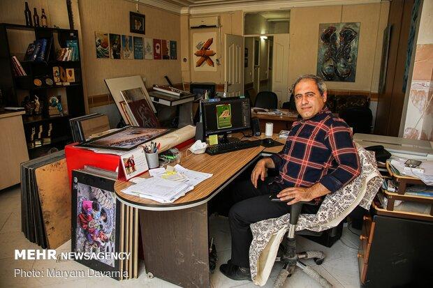محمد ۳۷ ساله / و کارشناس ارشد گرافیک / شاغل در حوزه هنری / /اخلاق، خانواده، زیبایی و تحصیلات ملاکهای او برای ازدواج است / /اما چیزی که او را از ازدواج باز میدارد گرانی، تورم بالا، ترس از آینده و ازدیاد طلاق در جامعه است.