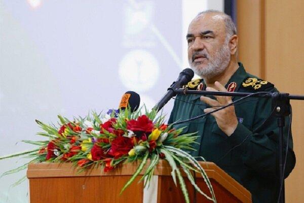 خلیج فارس پیشانی مستحکم دفاعی ایران اسلامی است/ در مقابل هیچ دشمنی کرنش نمی کنیم
