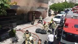 آتش گرفتن اتاق سرایدار حادثه آفرید/ ۱۶ مصدوم از ساختمان خارج شدند
