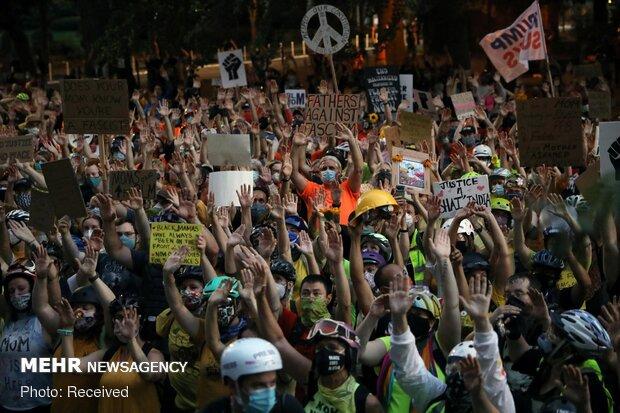 """إستمرار النزاعات بين المحتجين والشرطة في """"بورتلاند"""""""