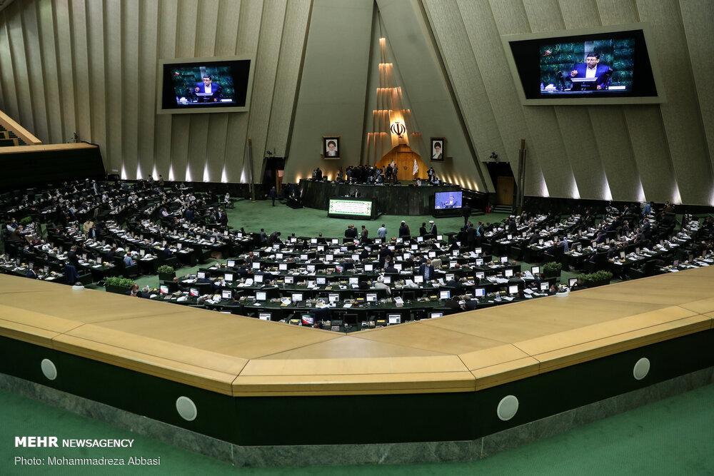 جلسه غیرعلنی مجلس برای بررسی وضعیت بازار بورس آغاز شد