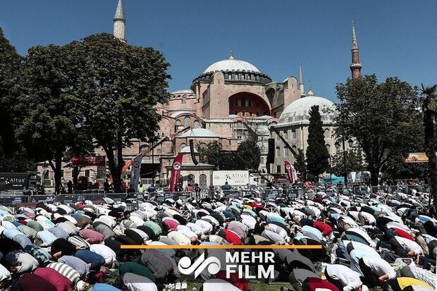 VIDEO: Hagia Sophia hosts first Friday prayers in 86 years