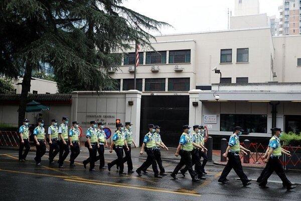 """إجراءات أمنية مشدّدة خارج القنصلية الأمريكية في """"تشنغدو"""" الصينية"""