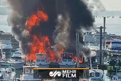 VIDEO: Fire rips through boats in New York