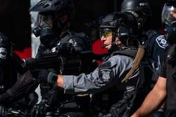 """القوات الامريكية تستخدم القنابل ضد المتظاهرين في مدينة """"سياتل"""" الأمريكية"""