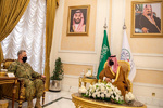 معاون وزیر دفاع سعودی با فرمانده نظامی آمریکایی رایزنی کرد