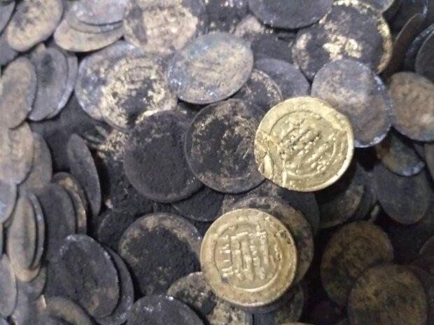 کشف و ضبط ۱۹۱۸ قطعه سکه عتیقه در شهرستان میانه