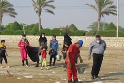 پاکسازی ساحل گناوه از لکههای نفتی آغاز شد