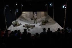 اجرای تئاتر دفاع مقدسی زیر سایه کرونا/ معاش هنرمندان در خطر است