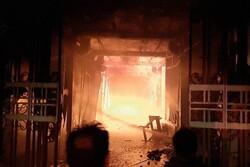 خسارت ۱۰۰ درصدی به ۲۰ باب مغازه در آتش سوزی پاساژ شهر سرابله