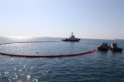 دردسرهای آلودگیهای نفتی در خلیج فارس/ ساحل و دریا پاکسازی شد