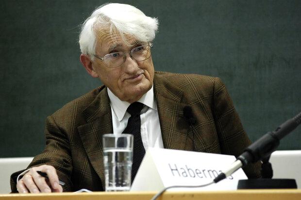 German philosopher rejects Sheikh Zayed book award
