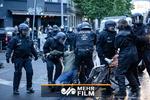 ۱۸ مأمور پلیس مجروح و چندین نفر بازداشت شدند