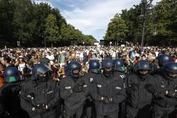 اعتراض مردم آلمان به محدودیتهای سختگیرانه کرونایی
