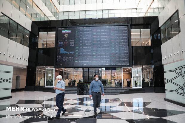 معامله بر روی ۹۵ درصد سهام در بورس قفل شد