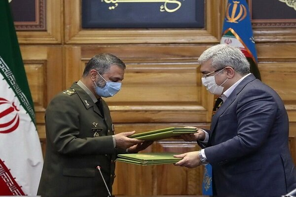 Iran Army, Tech. VP ink scientific research coop.