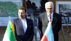 إيران وآذربيجان تؤكدان على اهمية تطوير التعاون الإقتصادي المشترك بين البلدين