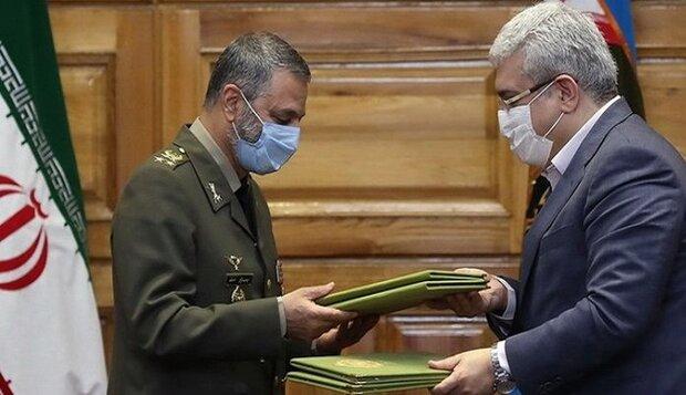 توقيع إتفاقية شاملة للتعاون العملي بين الجيش الإيراني ومعاونية العلوم والتكنولوجيا