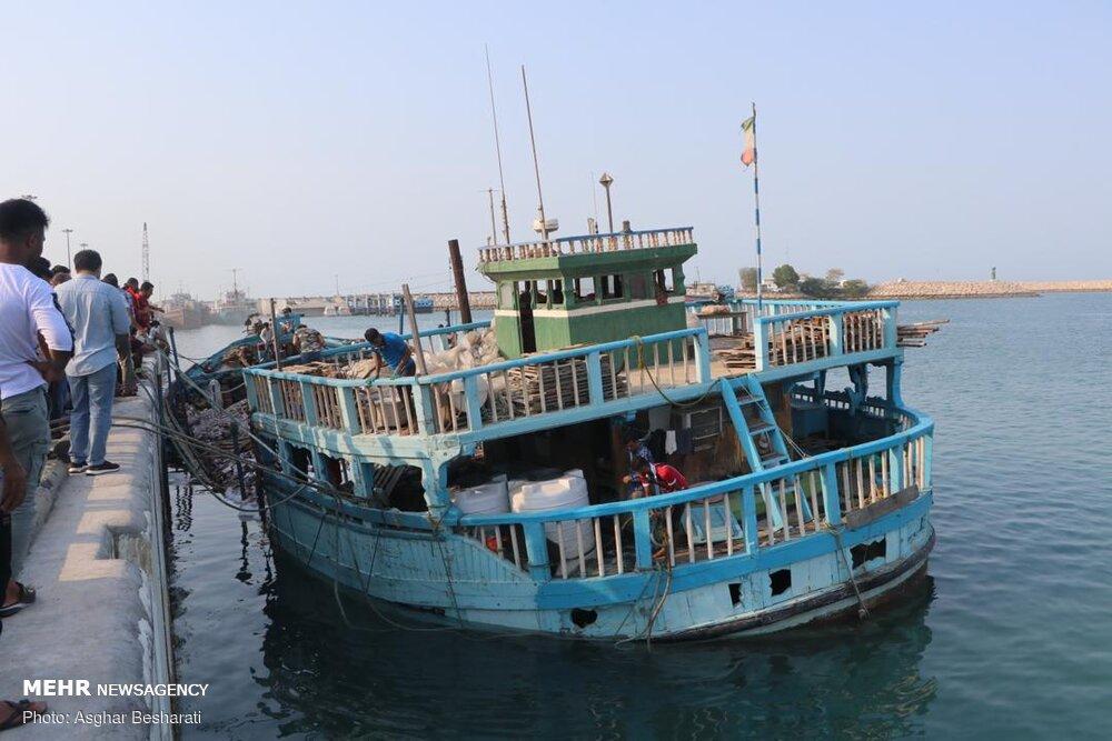 اطفای حریق در اسکله بهمن قشم