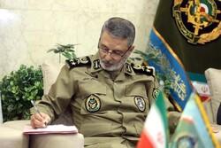 فرمانده کل ارتش روز پزشک را به وزیر بهداشت تبریک گفت
