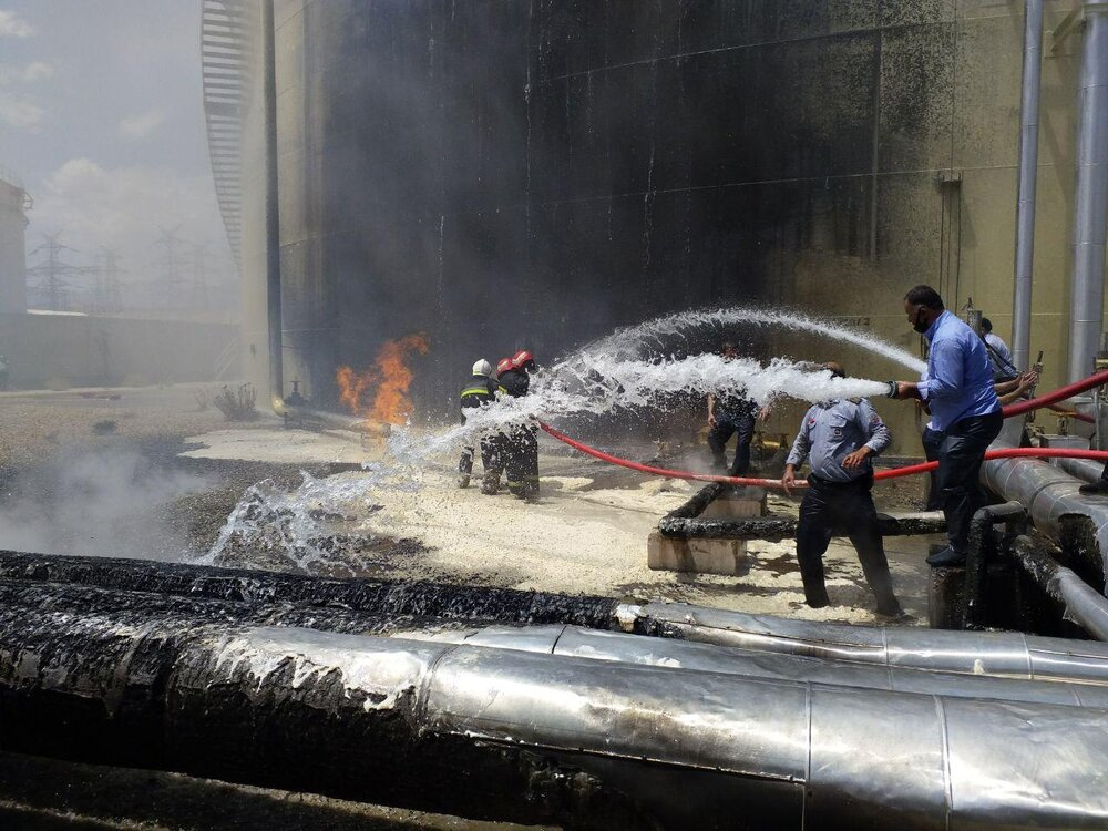 وقوع آتشسوزی گسترده در نیروگاه سیکل ترکیبی شهید باکری سمنان