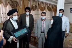 خانواده شهید «حاج رضا رحیمیان ثابت» از شهدای لرستانی حادثه منا تجلیل شد
