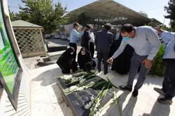 مزار مطهر شهید «محمود صارمی» در آستانه روز خبرنگار عطر افشانی شد