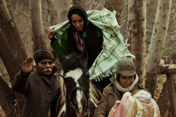 مهاجرت به روایت «بچهای با جوراب قرمز»/ تاوانی که مادران میدهند