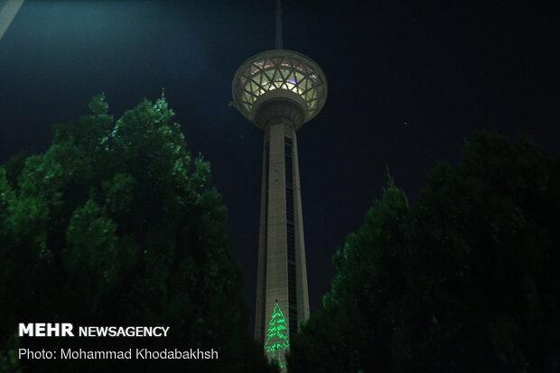 نورپردازی برج میلاد به نشانه ابراز همدردی با قربانیان انفجار بیروت