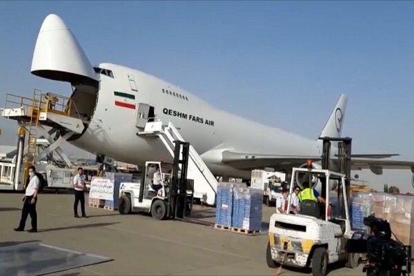 طائرة مساعدات طبية إيرانية تصل مطار بيرون