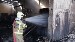 آتش سوزی در یک انبار ضایعات پلاستکی/آتش ۳ ساعته خاموش شد